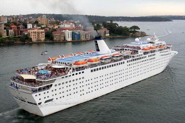MV-Henna_cruise_ship